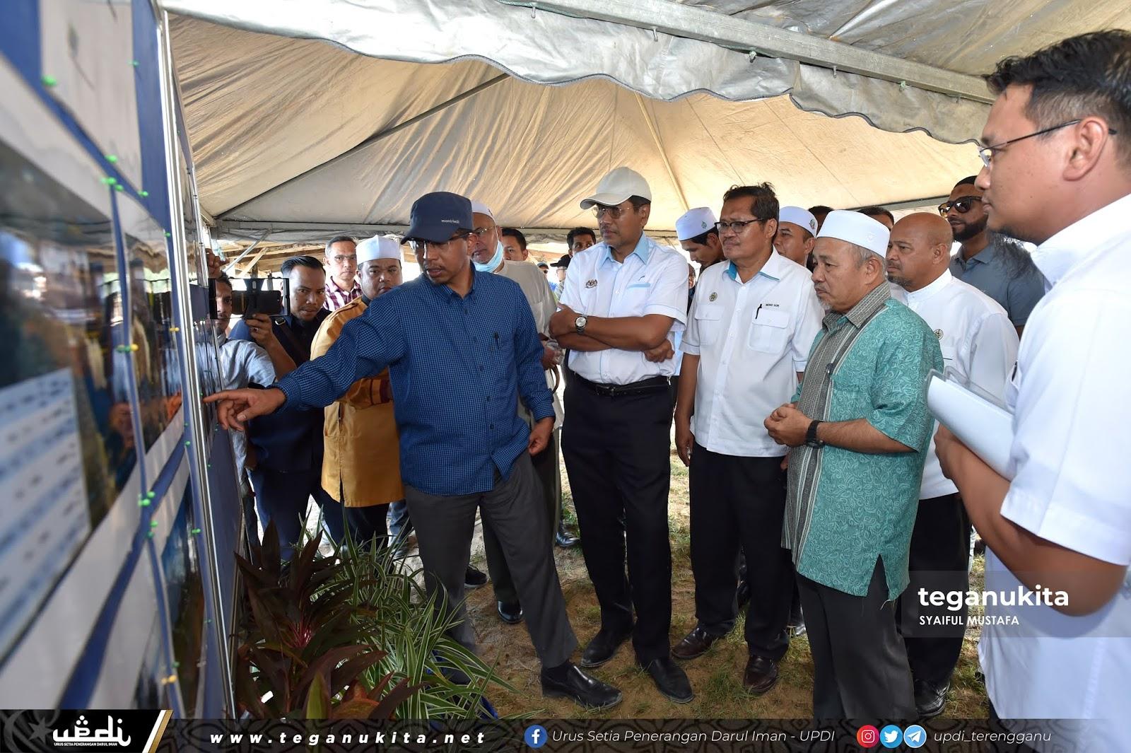 KSU KASA, Dr. Zaini memberikan penerangan kepada Menteri Alam Sekitar dan Air.
