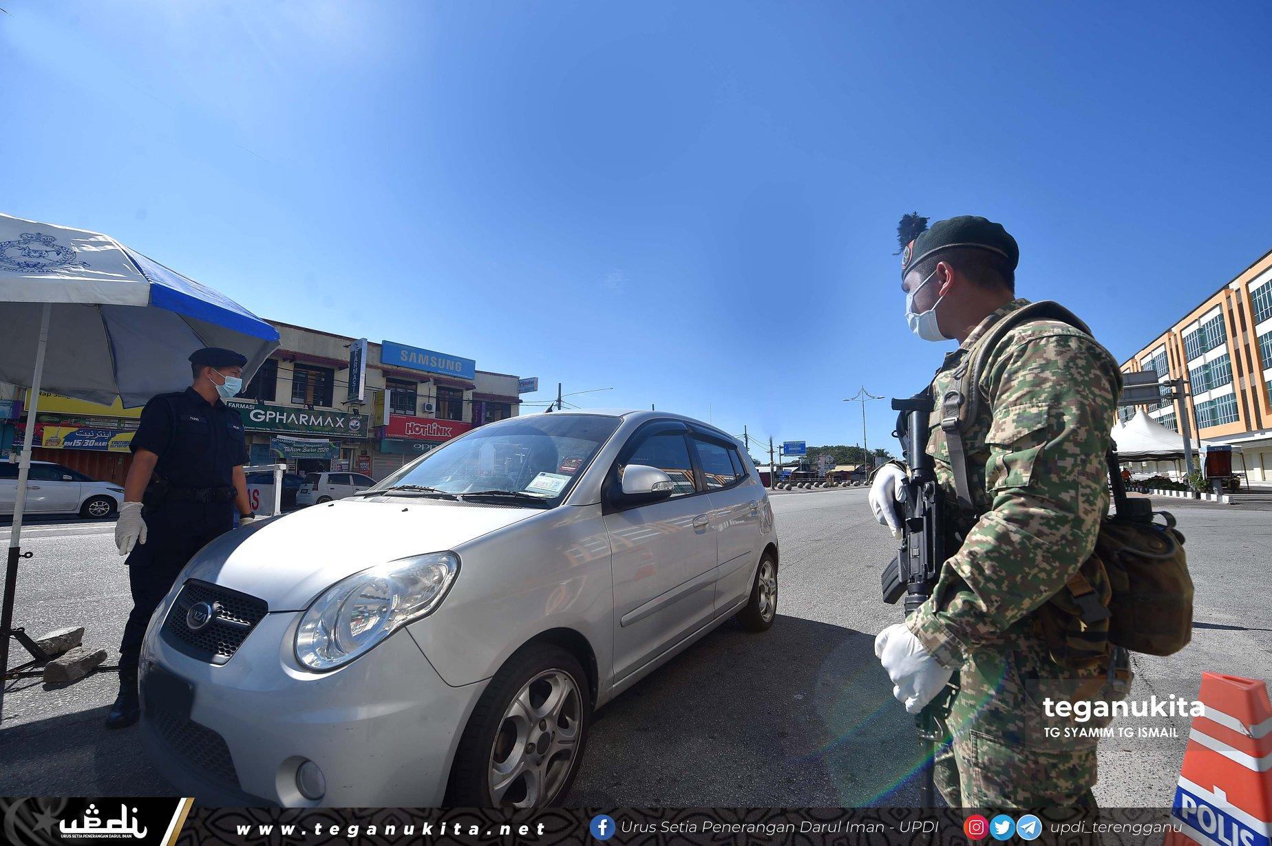 Bersama kita hargai pengorbanan pihak polis dan tentera dalam memerangi penularan wabak COVID19 tidak mengira masa, tempat dan cuaca demi memastikan arahan PKP dipatuhi bersama.